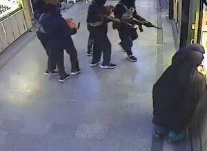 فیلم/ سرقت مسلحانه در سراوان با لباس داعش!