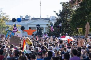 عکس/ کاخ سفید در محاصره طرفداران بایدن