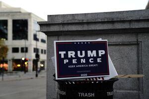 عکس/ تراکت تبلیغاتی ترامپ در سطل زباله