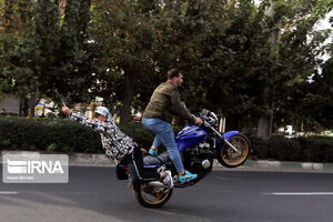 عکس/ تفریحی خطرناک در تهران