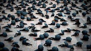 عکس/ اعتراض عجیب خرده فروشها در فرانسه