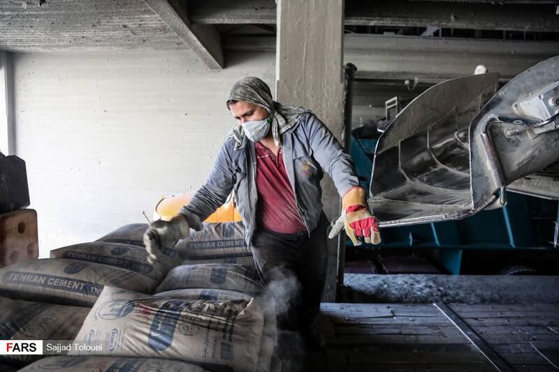 بازدید نمایندگان تهران از کارخانه سیمان ری