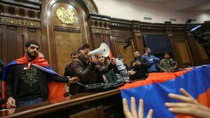 عکس/ پارلمان ارمنستان به دست معترضان افتاد