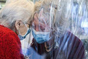 این عکس از خانه سالمندان همه را شوکه کرد!