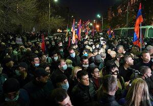 ادامه اعتراض به پایان جنگ قره باغ در پایتخت ارمنستان