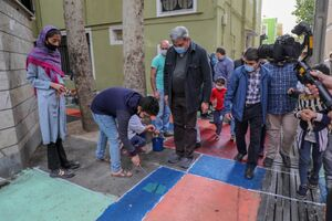 مدیریت شهری به سبک اصلاحطلبان/ وقتی آقازاده وزیر کشور اصلاحات در کوچههای تهران تمرین نقاشی میکند! +تصاویر