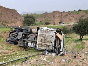 واژگونی تریلی در گردنه اسدآباد ۲ کشته برجا گذاشت