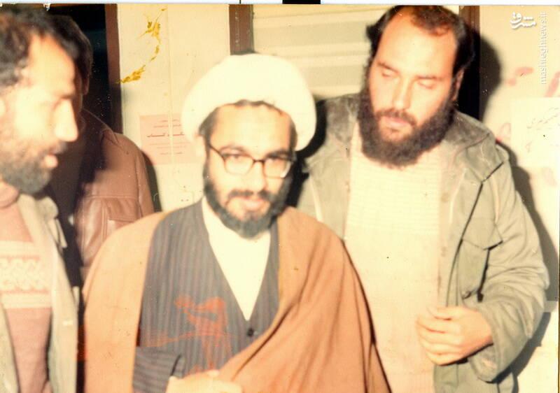 شهید حاج رضا قائمی(نفر اول از راست) در کنار شهید محمد منتظری