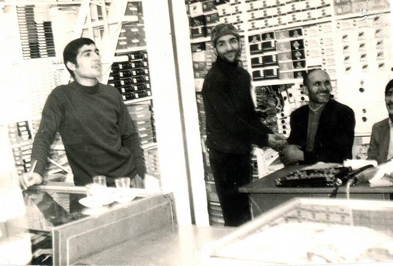 شهید حاج رضا قائمی(نفر دوم از چپ)