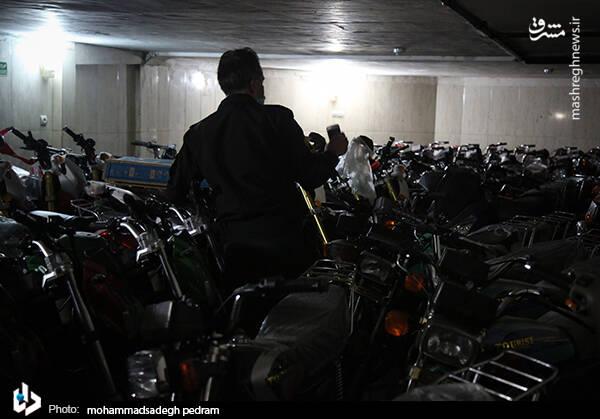 2982119 - عکس/ کشف انبار احتکار موتورسیکلت در تهران