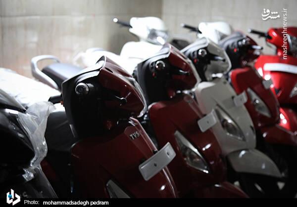 2982121 - عکس/ کشف انبار احتکار موتورسیکلت در تهران