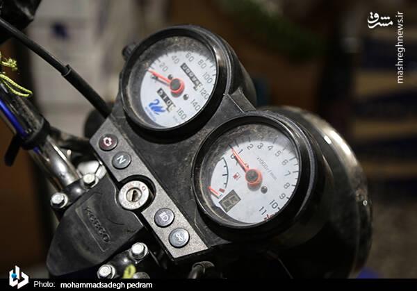 2982122 - عکس/ کشف انبار احتکار موتورسیکلت در تهران