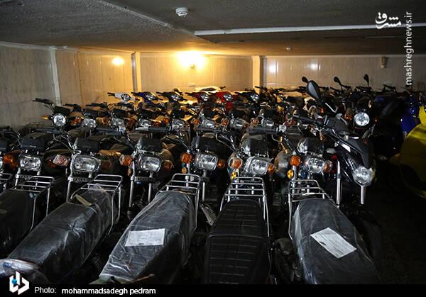 2982126 - عکس/ کشف انبار احتکار موتورسیکلت در تهران