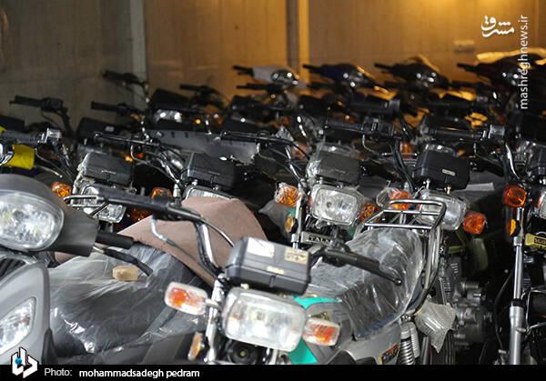 2982127 - عکس/ کشف انبار احتکار موتورسیکلت در تهران