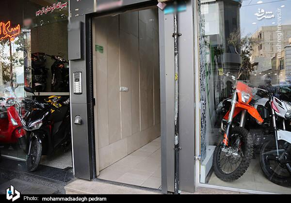 2982128 - عکس/ کشف انبار احتکار موتورسیکلت در تهران