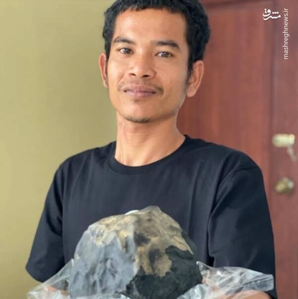 این سنگ کوچک ۱،۴ میلیون پوند ارزش داشته و قدمت آن به ۴.۵ میلیارد سال پیش میرسد. گفته میشود که این سنگ میتواند حاوی عناصر و سرنخهایی از ریشههای اولیه زندگی بر کره خاکی باشد.