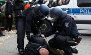 فیلم/ ضرب و شتم معترضین در برلین