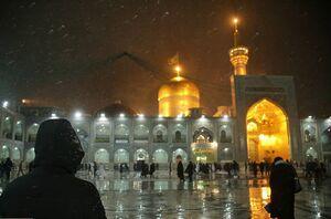 تصاویری زیبا از مه سحرگاهی در حرم امام مهربانیها