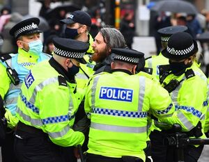 اعتراض به محدودیتهای کرونایی در انگلیس به خشونت کشیده شد