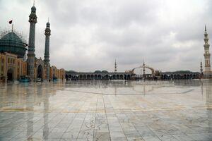 عکس/ حال و هوای جمکران در یک روز بارانی