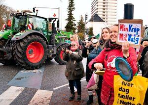 عکس/ اعتراض کشاورزان به کشتار میلیونها راسو