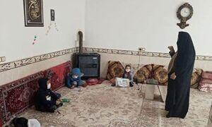 معلمی که خانه خود را کلاس درس کرد +عکس