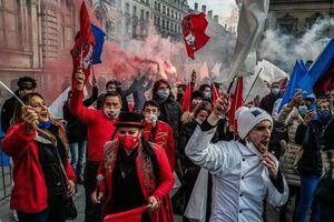 عکس/ تظاهرات علیه تعطیلی کسب و کارها در فرانسه