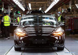 عکس/ آنچه در کارخانه خودروسازی تسلا میگذرد