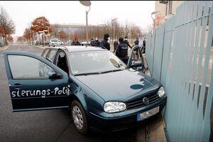 هجوم یک خودرو به در ورودی ساختمان صدراعظمی آلمان