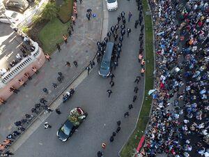 تصویر هوایی از اسکورت تابوت مارادونا