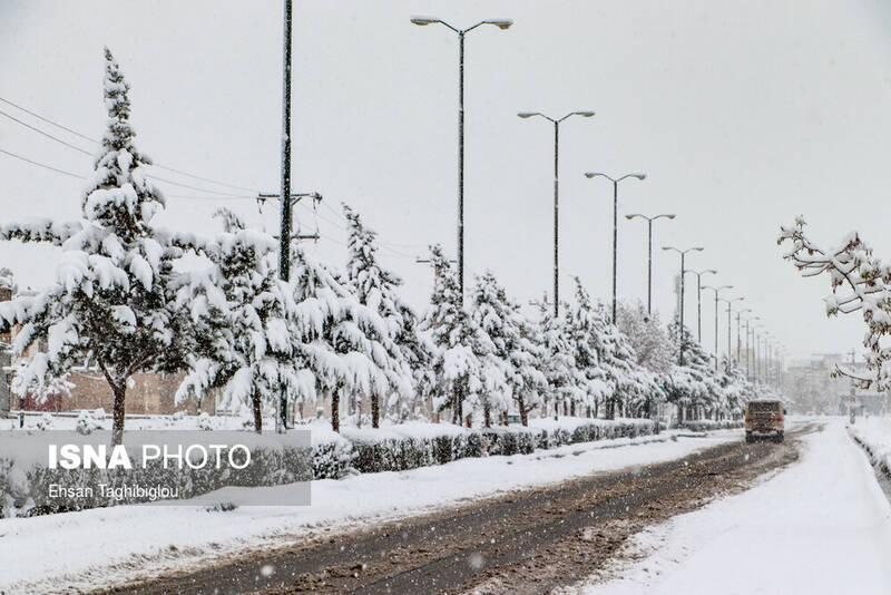 اولین بارش برف پاییزی در زنجان