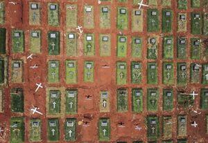 عکس/ قبرستان قربانیان کرونا را از بالا ببینید