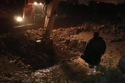 فیلم/مدیریت میدانی فرمانده سپاه خوزستان برای حل مشکل آبگرفتگی