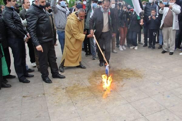 2994434 - آتش زدن پرچم رژیم صهیونیستی در مغرب +عکس