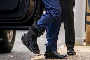 عکس/ پای شکسته بایدن