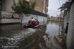 عکس/ رفع آبگرفتگی با کمک گروههای جهادی در اهواز