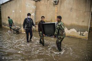 عکس/ کمکهای مردمی و بسیج به سیل زدگان