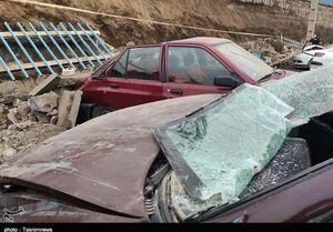 مدفون شدن خودروها بر اثر ریزش دیوار +عکس