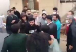 فیلم/ اعتراض سیلزدگان ماهشهر به فرماندار: مثل سپاه کار کنید!