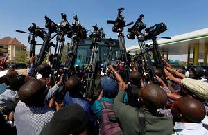 عکس/ در محاصره خبرنگاران