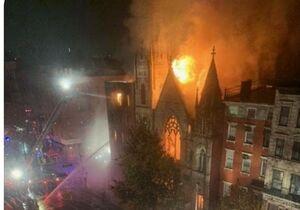 فیلم/ کلیسای تاریخی نیویورک در آتش سوخت
