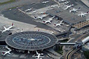 تخلیه یک هواپیما در فرودگاه نیویورک از بیم بمبگذاری