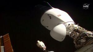 کپسول اسپیس ایکس در کنار ایستگاه فضایی پارک کرد