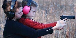 اردوی کودکان آمریکایی با چاشنی هفت تیرکشی!