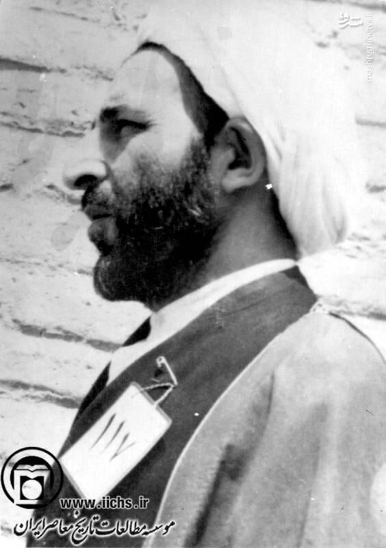 دهه 1340. آیتالله محمد یزدی پس از یکی از دستگیریها در مقر ساواک