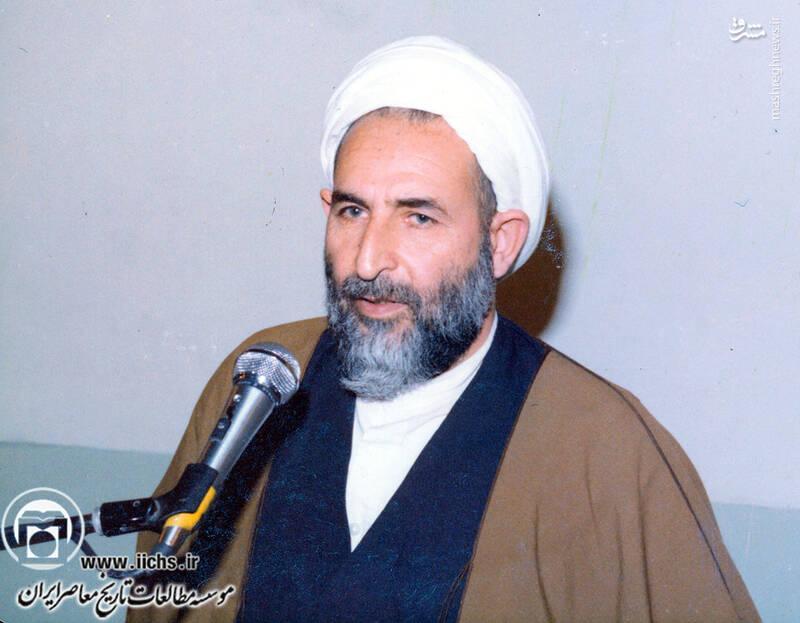 1358. آیتالله محمد یزدی در حال سخنرانی