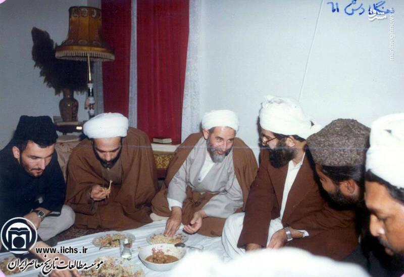 1361. آیتالله محمد یزدی و همراهان در سفر به بنگلادش