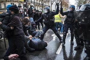 ادامه آشوب در خیابانهای پاریس +فیلم و عکس