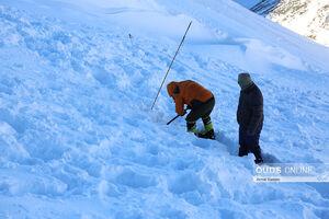 عکس/ جستجوی کوهنورد مفقود شده در بهمن