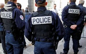 فیلم/ تظاهرات پلیس فرانسه علیه رئیس جمهور